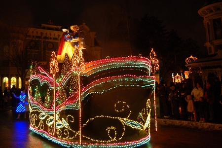 Disney Fantilusion parade (night parade) at Disneyland Paris (Snow White)