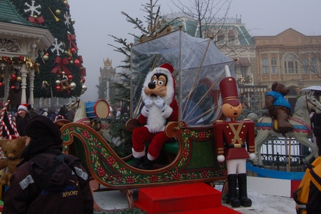 Goofy Santa at Christmas Disneyland Paris