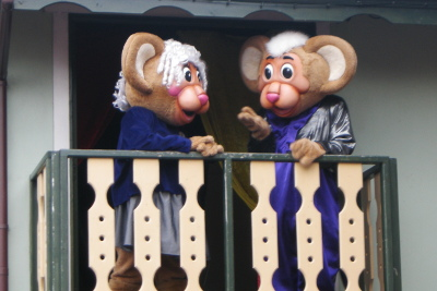 Gully and Gilly Mouse - Gullivers Land end of day show