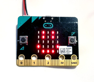 BBC Micro:Bit interactive badge smilie face emoji